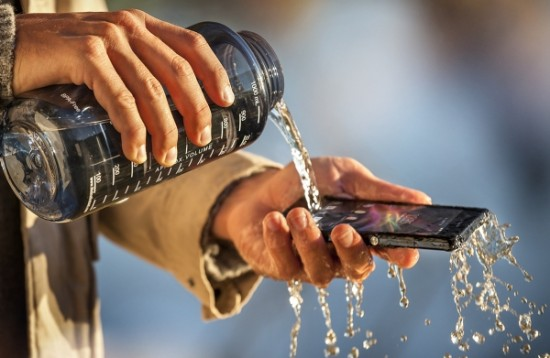 Sony Xperia Z выдерживает попадание в воду
